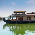 Thumb houseboat